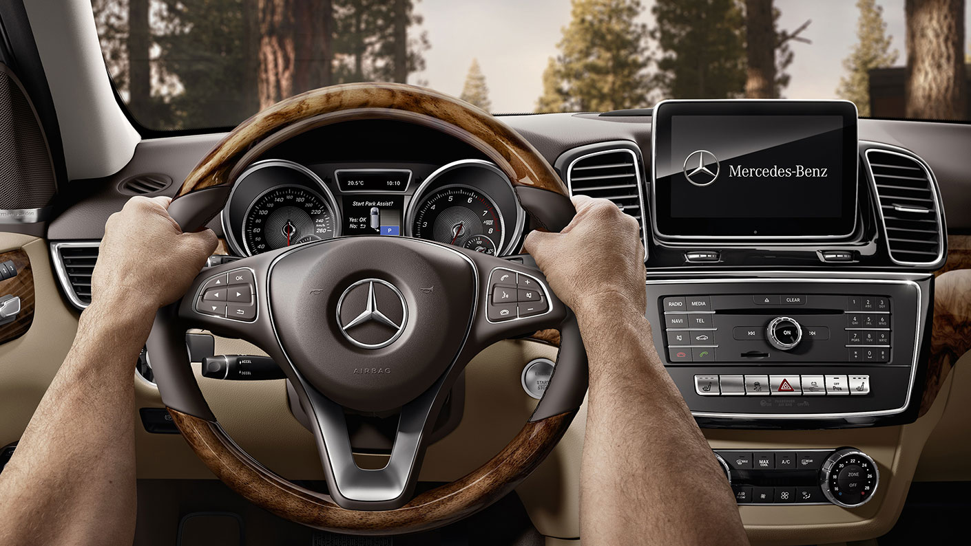 https://www.mbusa.com/content/dam/mb-nafta/ca/vehicles/class-gle/bodystyle-suv/Gallery/Gallery%20Class%20Page/MBCAN-2018-GLE-SUV-GALLERY-005-FI-DR.jpg