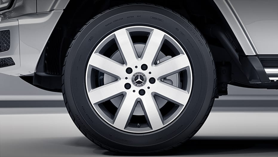 19-inch 8-spoke wheels