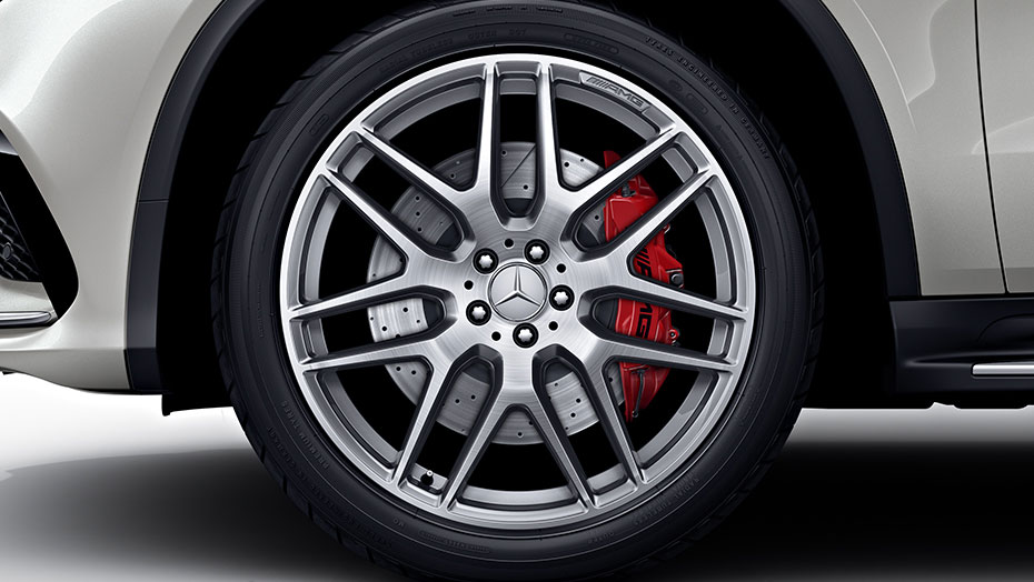 22-inch AMG cross-spoke wheels, silver
