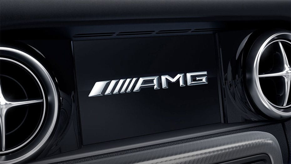 7-inch color in-dash display AMG SLC 43 Roadster