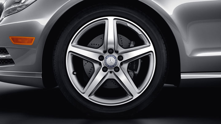 18-inch AMG 5-spoke wheels with all-season tires