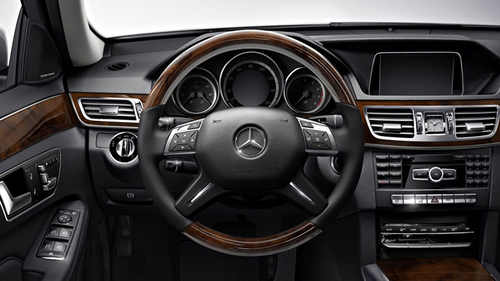 Luxury wood/leather steering wheel