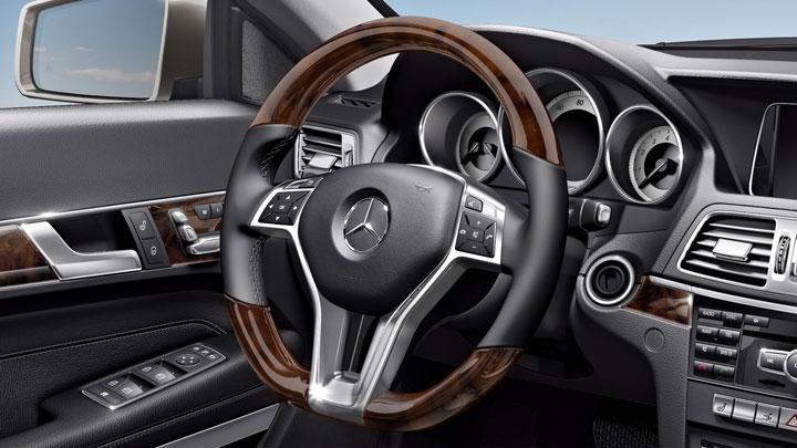 Wood/leather sport steering wheel