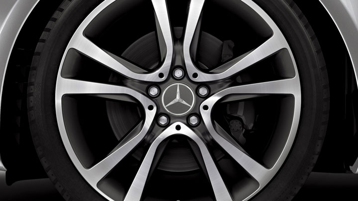 19-inch 5-spoke wheels