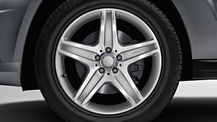 19-inch AMG 5-spoke wheels