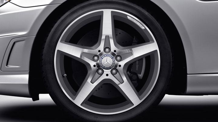 18-inch AMG 5-spoke wheels