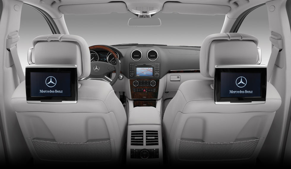 Dual-source rear-seat entertainment system in 2011 Mercedes-Benz GL-Class