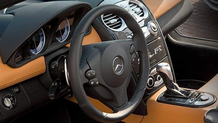 Simple and supple leather-trimmed interior