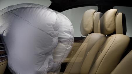 04-presafe-airbag-deploy.jpg