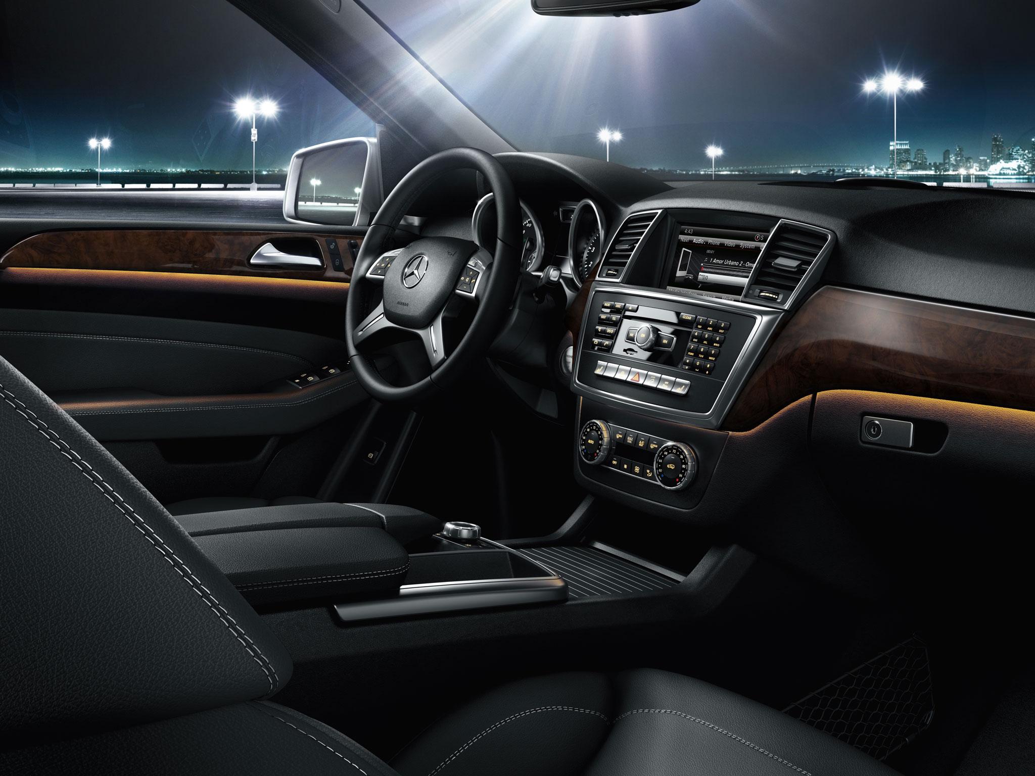 100 mercedes benz silver lightning interior for Mercedes benz vip club black leather