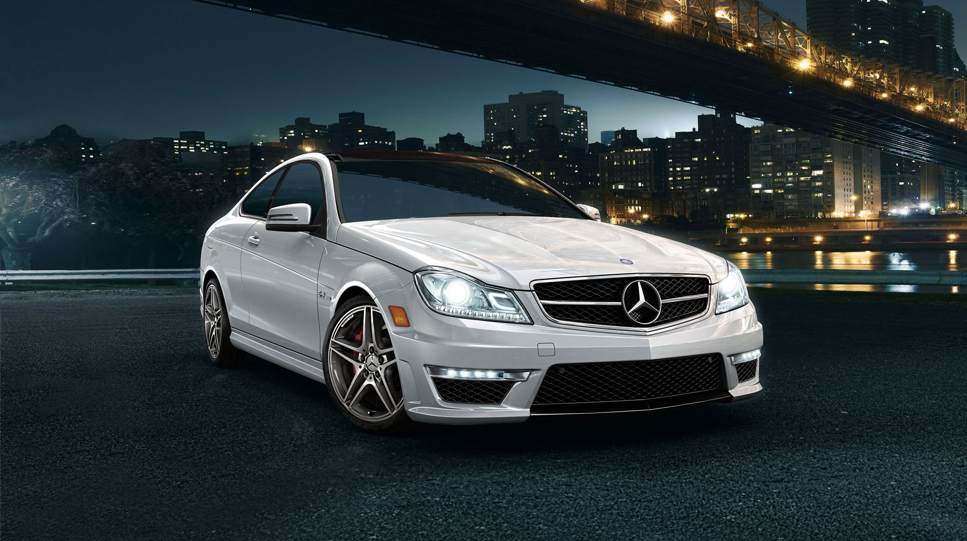 the mercedes c250 the mercedes for those on a budget worthly. Black Bedroom Furniture Sets. Home Design Ideas