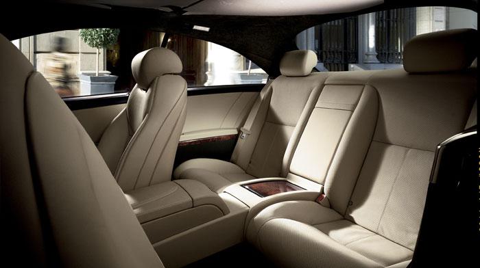 4MATIC in Sahara Beige/Black premium leather