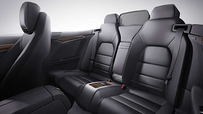 Cabriolet in Black leather with standard AIRCAP® system
