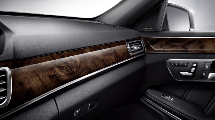 4MATIC Luxury Wagon in Black with Burl Walnut wood trim