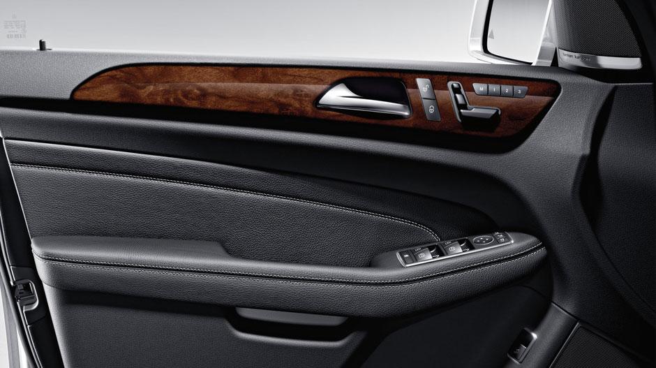 Mercedes Benz 2014 M CLASS SUV GALLERY 022 GOI D