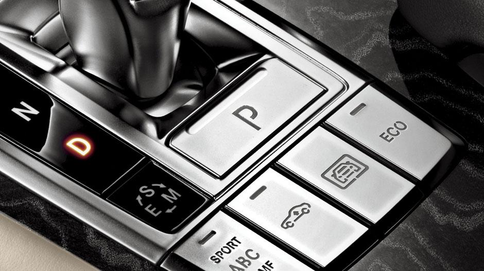 Mercedes Benz 2014 SL CLASS ROADSTER GALLERY 024 GOI D