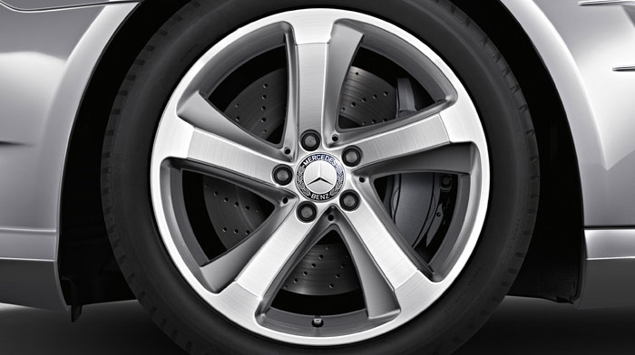 with accessory 18-inch 5-spoke wheels
