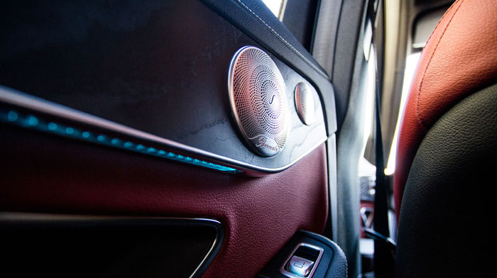 4MATIC Sedan with Open-pore Black Ash wood and Burmester® surround sound