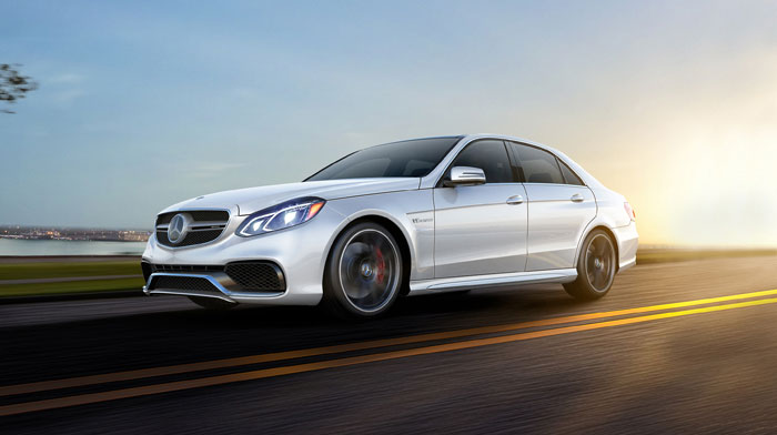 AMG 4MATIC® in designo Diamond White with full-LED headlamps