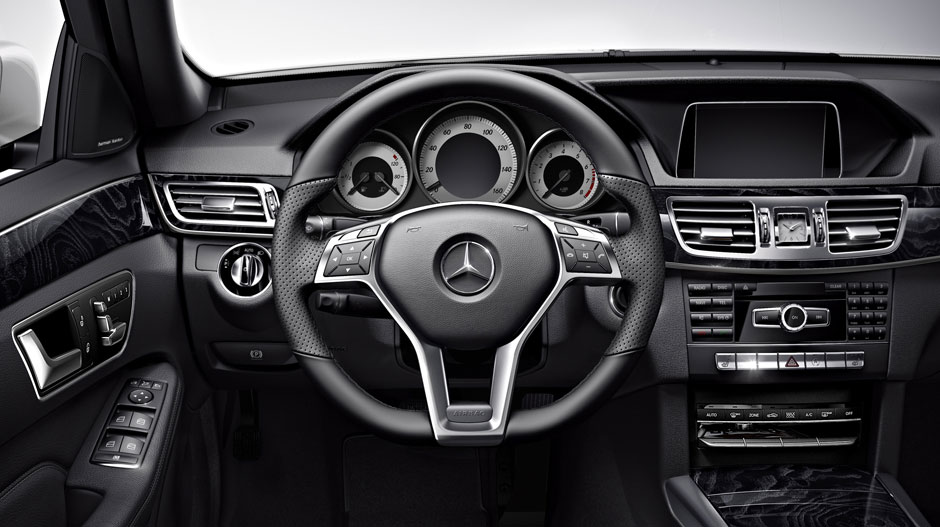 Mercedes Benz 2015 E CLASS SEDAN GALLERY 011 GOI D