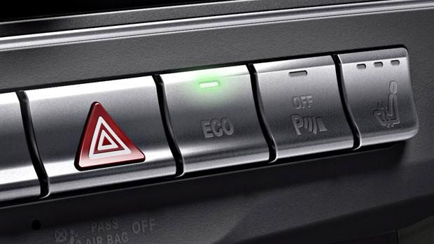2014-E-CLASS-E350-E400-E550-SEDAN-095-MCF.jpg